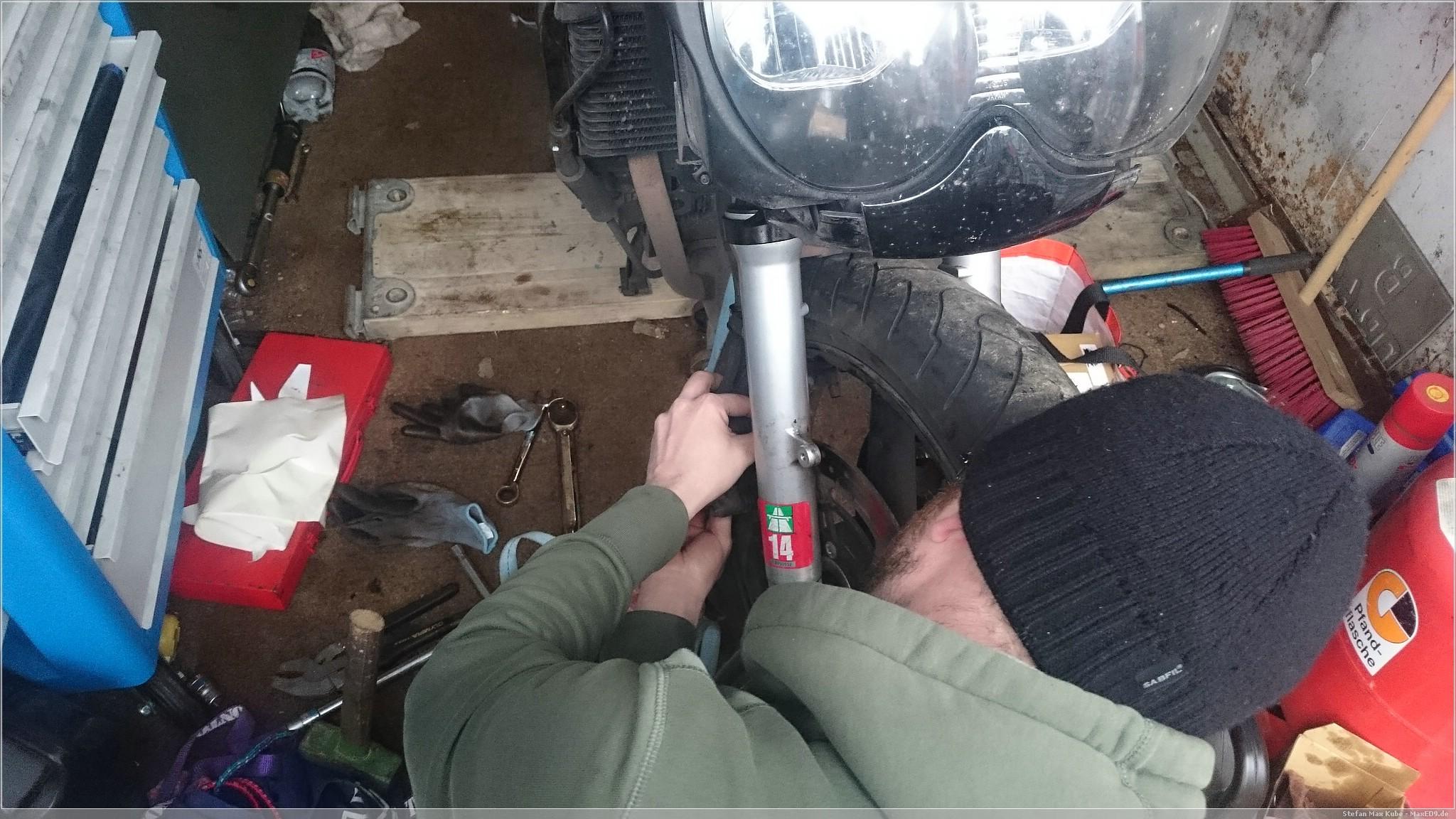 Bremssattel anschrauben