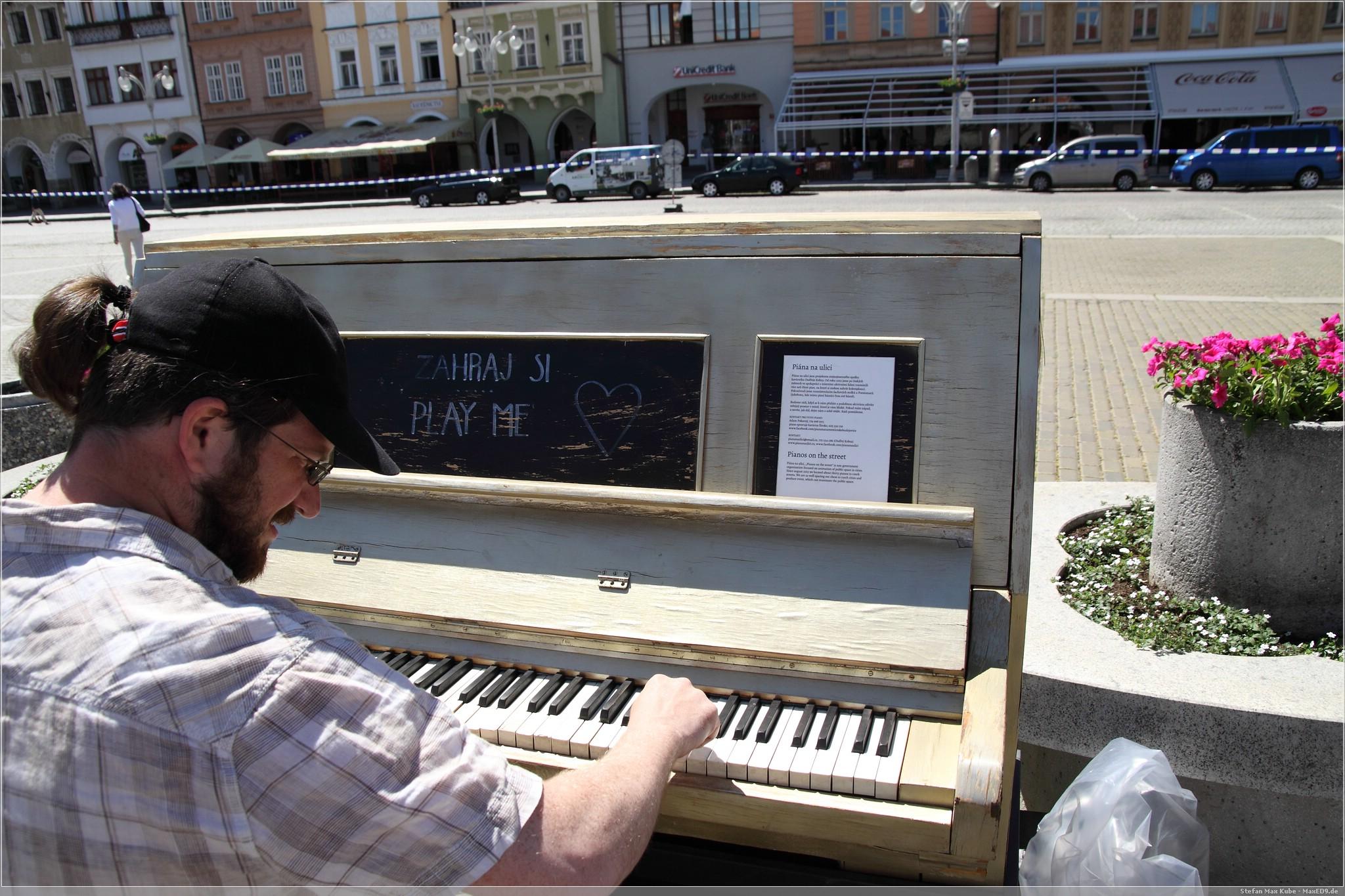 Klavier auf dem Marktplatz