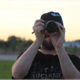 Jony macht Fotos am Boden