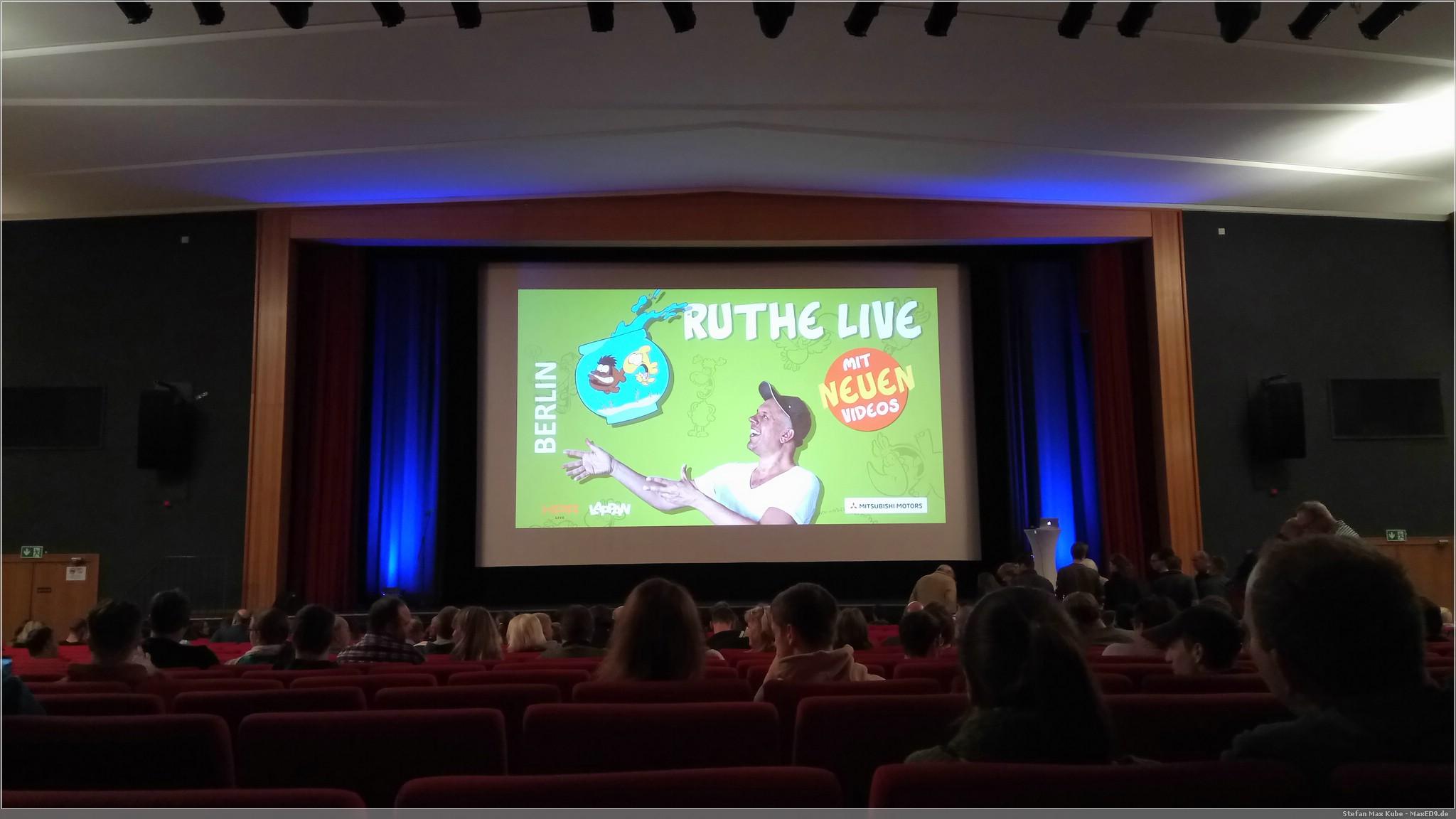Ralph Ruthe live (noch nicht alle da, aber es war voll)