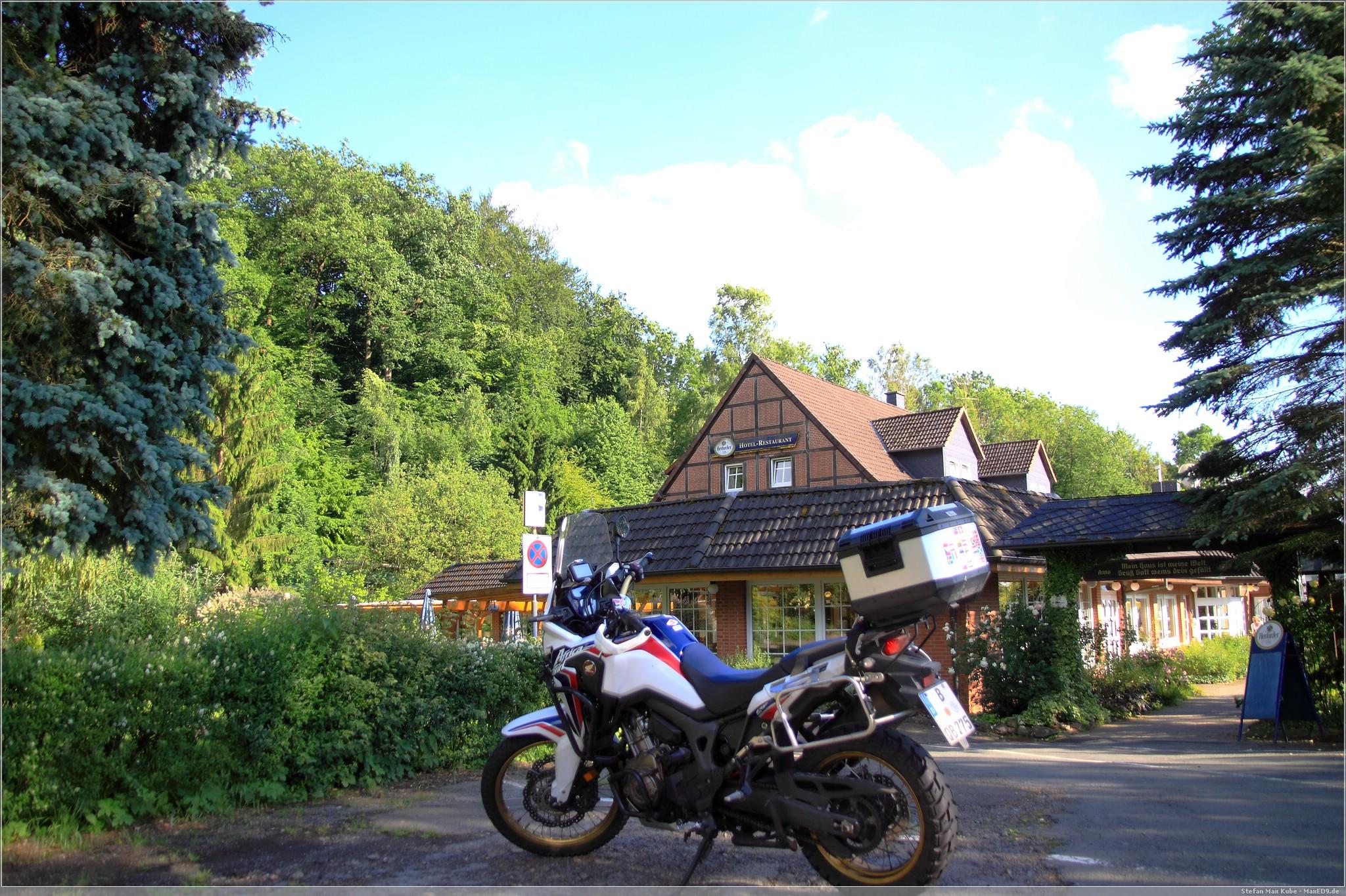 die Reisebraaap vor der Weinschänke Rohdental