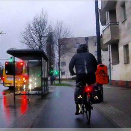 auch bei Regen mit dem Fahrrad zur Arbeit