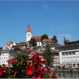 Schlosskirche, hinten links ist das Schloss